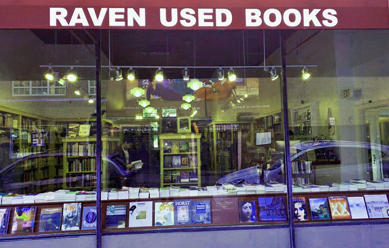 Photo of front of Raven bookstore